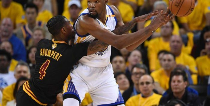 Warriors Roll Past Cavs in Game 2